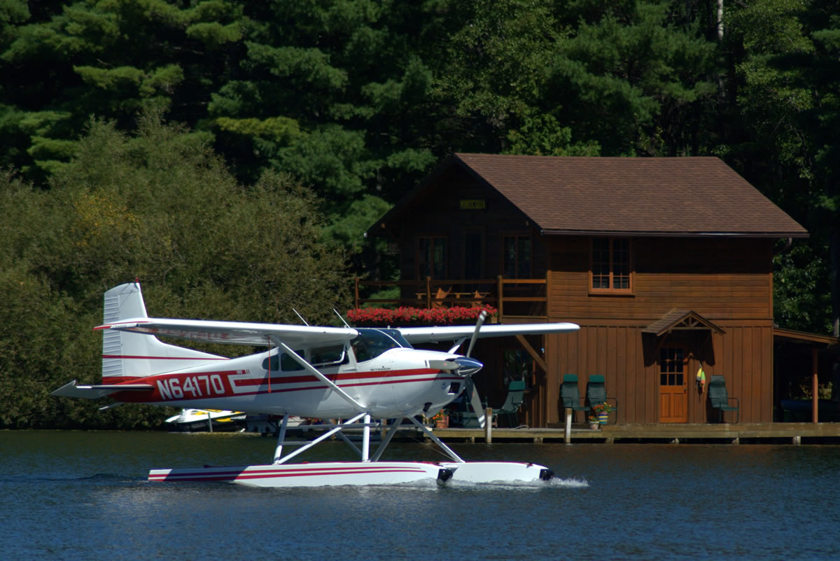 Minocqua Pontoon Cruises, float plane on Lake Minocqua